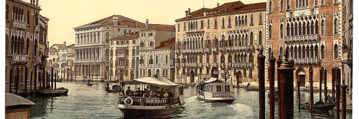 Battelli adibiti al trasporto di persone lungo il Canal Grande, presso Ca' Foscari e Ca' Rezzonico (Library of Congress - Detroit Publishing Company).