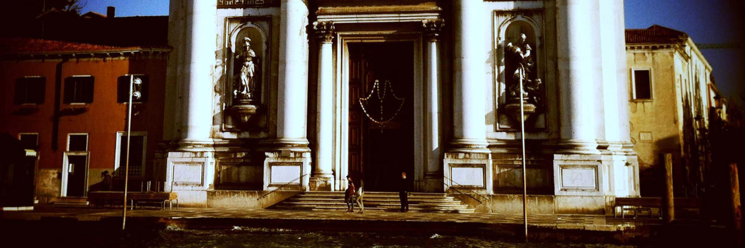 L'entrata alla chiesa dei Gesuati.