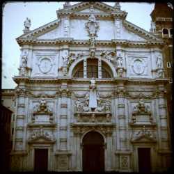 La facciata della chiesa di San Moisè.