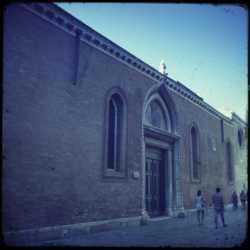 Il portale d'entrata della chiesa.
