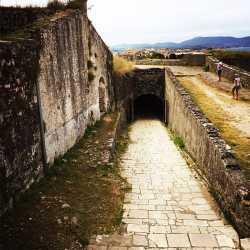 Particolare dell'entrata ai livelli superiori della fortezza