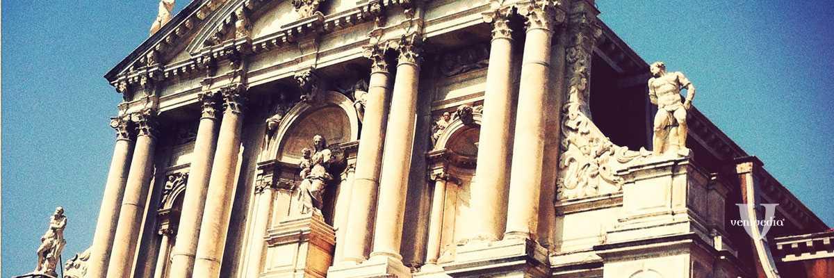 La chiesa degli Scalzi.