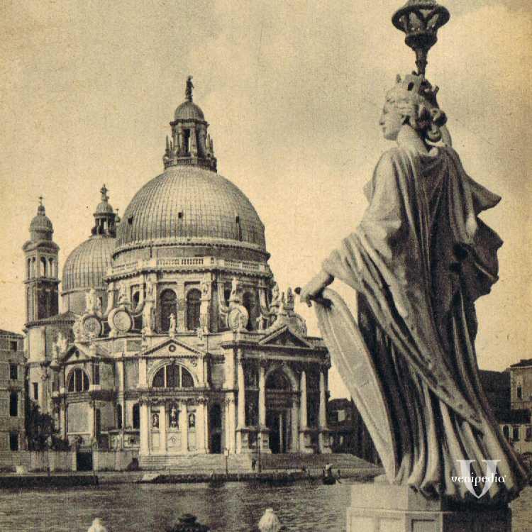 La Basilica di Santa Maria della Salute che, il 21 novembre di ogni anno, accoglie numerosi veneziani che rinnovano la loro gratitudine alla Madonna per la fine della pestilenza.