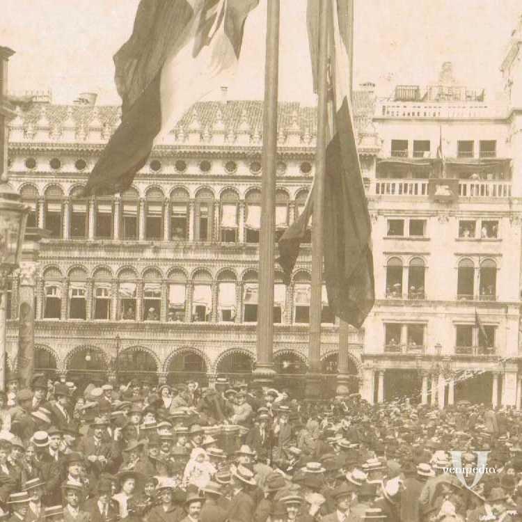 Il popolo in piazza San Marco durante un evento importante.
