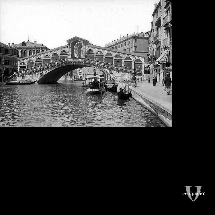 Il ponte di Rialto che incanta ogni volta lo si guarda.
