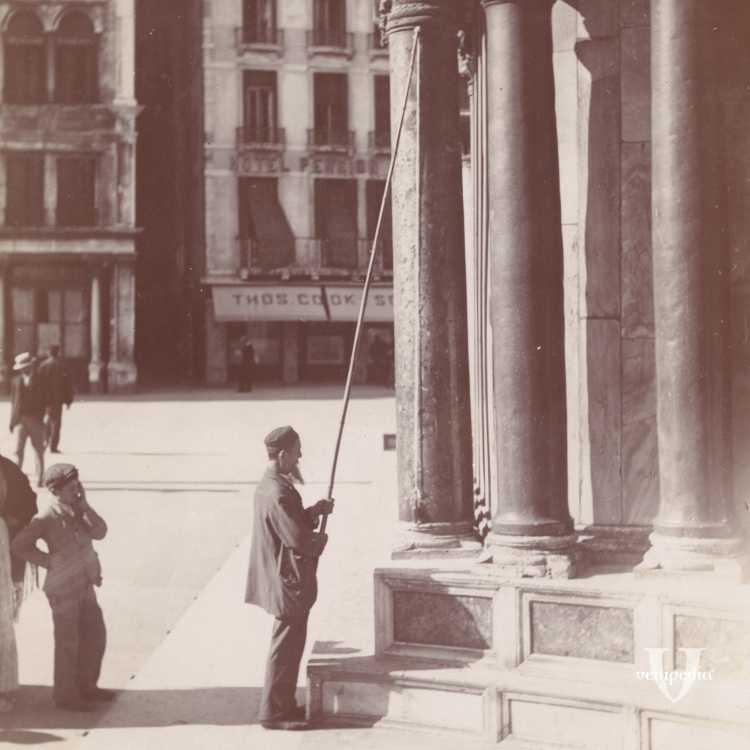 Un particolare della Basilica di San Marco con delle persone intorno (Brooklyn Museum).