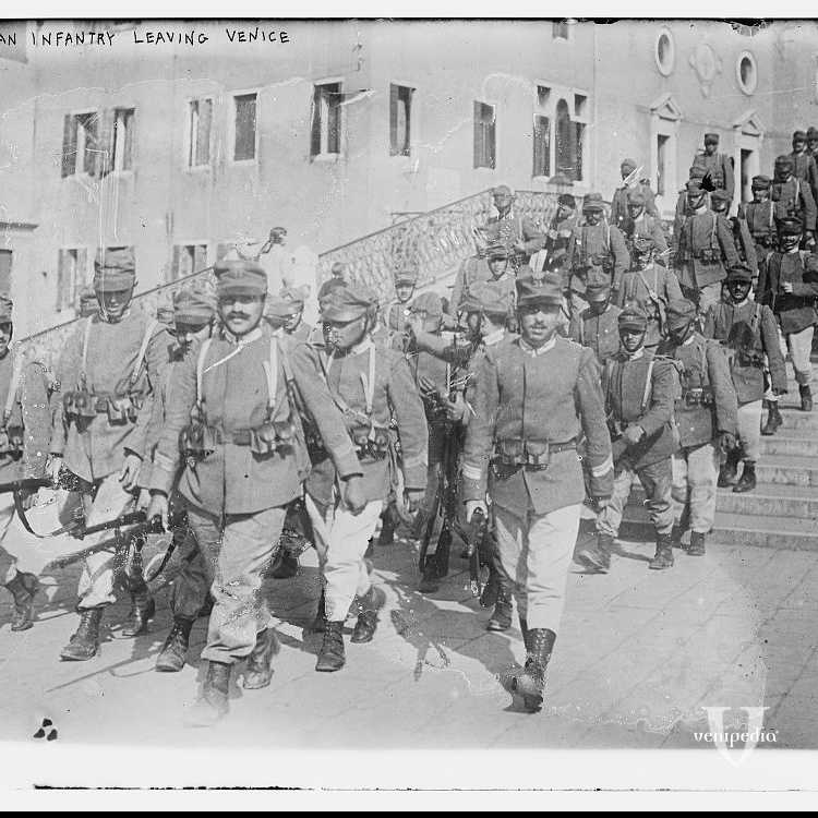 La fanteria attraversa Venezia e lascia la città (George Grantham Bain Collection - Library of Congress)