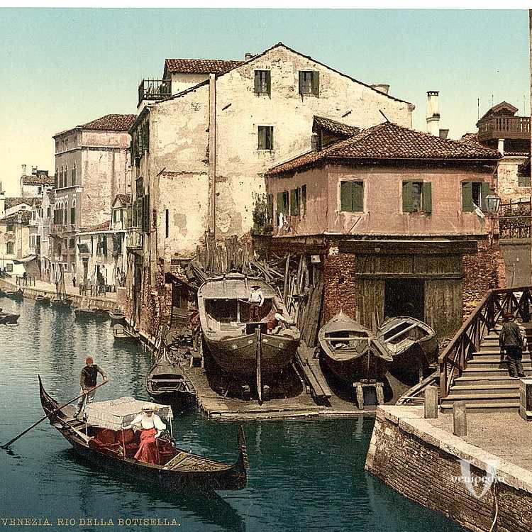 Un vecchio squero ovvero un cantiere in cui si costruivano le tipiche imbarcazioni veneziane (Library of Congress - Detroit Publishing Company).