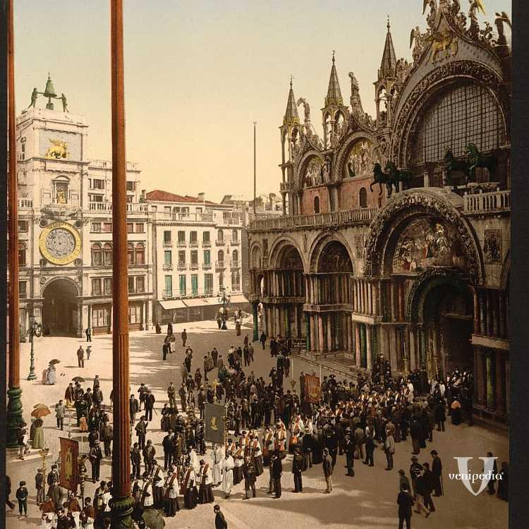Giornata di festa a Venezia con processione in uscita dalla Basilica di San Marco (Library of Congress - Detroit Publishing Company).
