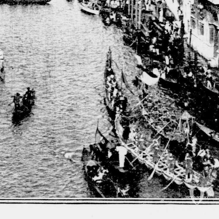 Fotografie riportate sul New York Tribune dell'8 settembre 1907 raffiguranti due momenti della vita veneziana durante una giornata di festa, probabilmente una regata sul Canal Grande (Library of Congress - Detroit Publishing Company).