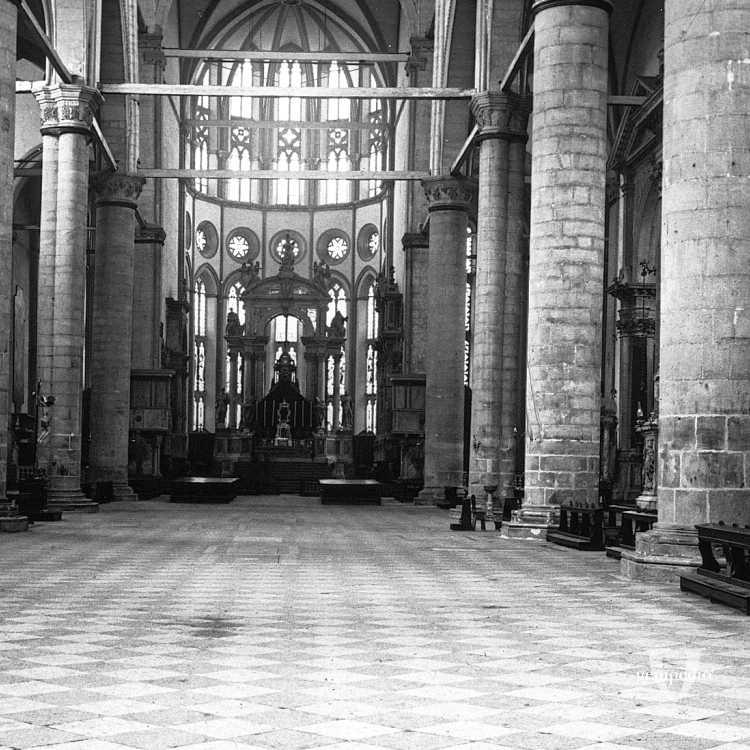 L'interno della Basilica dei Santi Giovanni e Paolo (Brooklyn Museum).