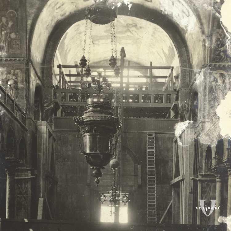 Fotografia rovinata dell'interno della Basilica di San Marco durante un restauro (Brooklyn Museum).