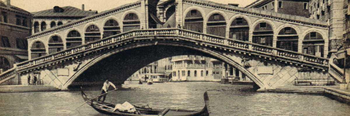 Il ponte di Rialto con tutta la sua grandiosità ed eleganza.
