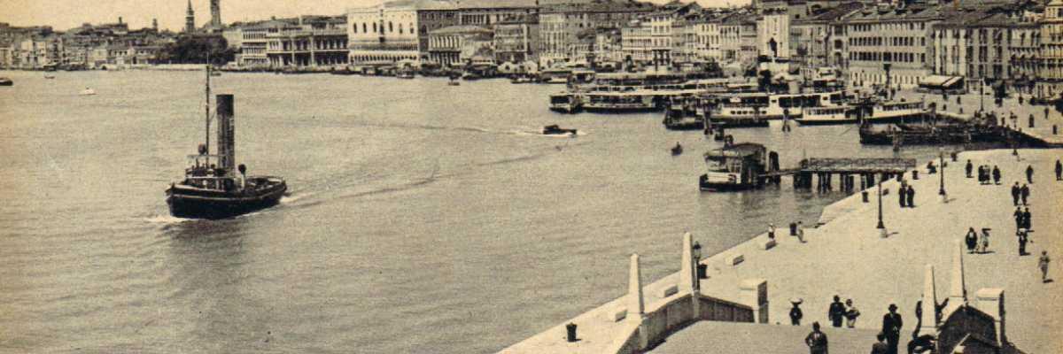 Riva degli Schiavoni guardando verso San Marco.