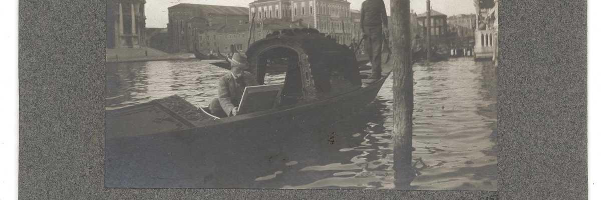 L'artista americano Francis Hopkinson Smith mentre dipinge cullato da una gondola (Smithsonian Institution).