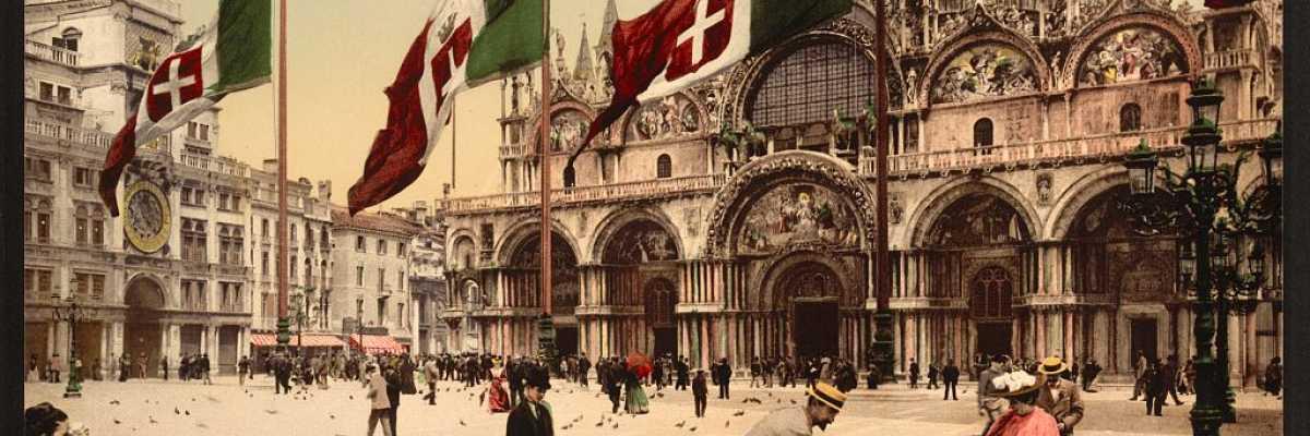 Alcune persone intente a nutrire i piccioni in Piazza San Marco con dietro la Basilica (Library of Congress - Detroit Publishing Company).