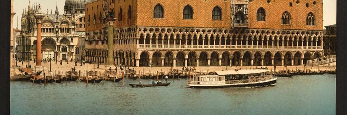 L'elegante Palazzo Ducale visto dalla laguna (Library of Congress - Detroit Publishing Company).