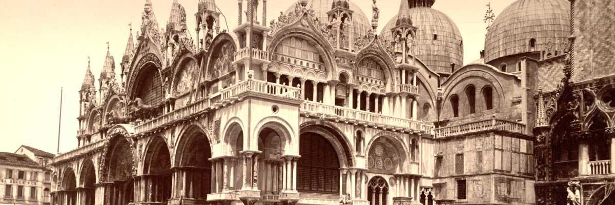 La Basilica marciana fotografata dalla Piazzetta San Marco (Cornell University Library).