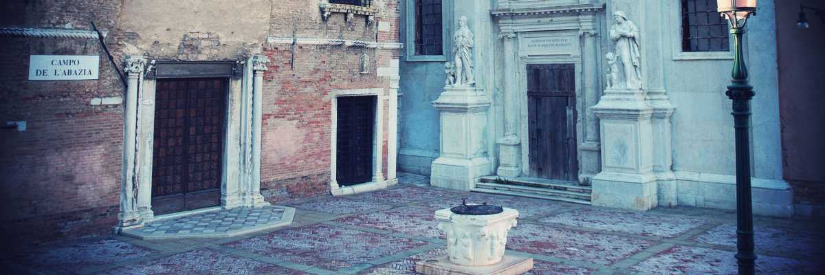 Campo de l'Abazia: the well well, the church and the old school of Santa Maria della Misericordia — (Venipedia/Bazzmann Archive)