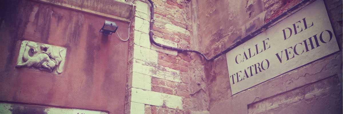 Calle teatro vecchio Venezia