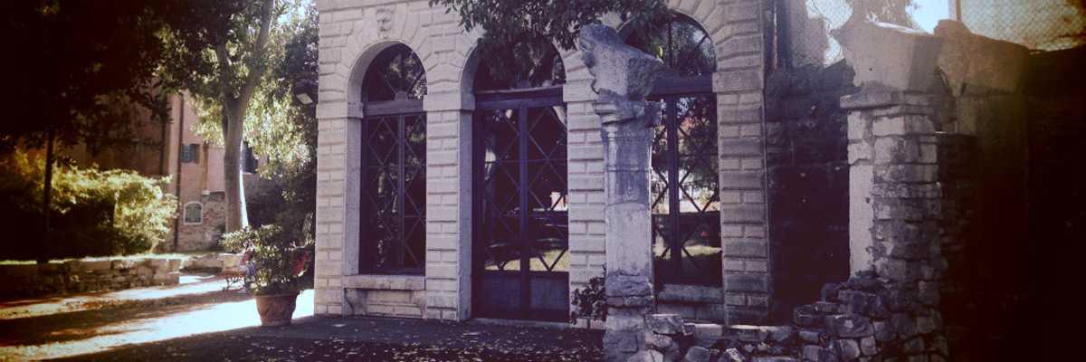 La facciata del Teatrino di Villa Groggia