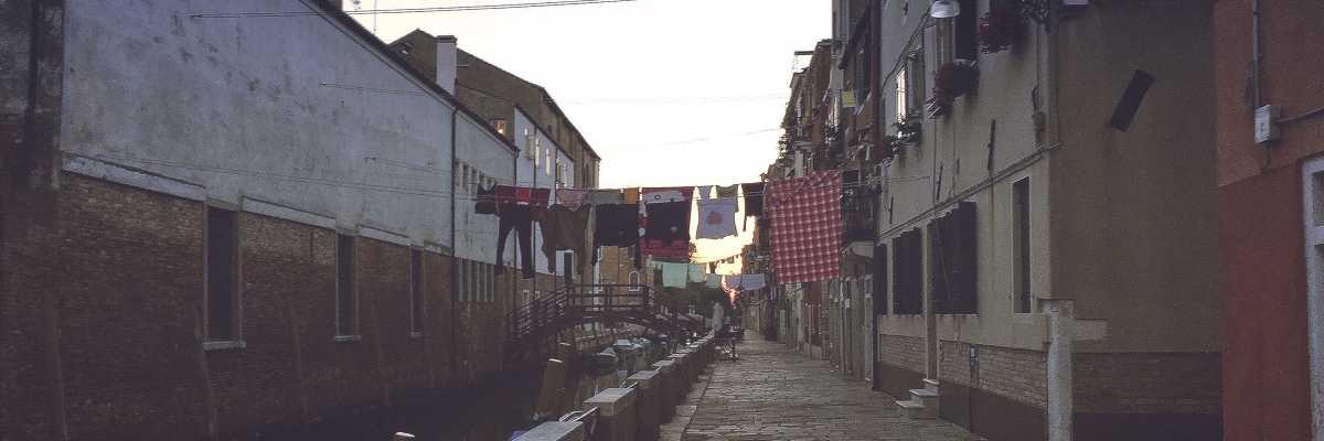 Fondamenta San Giuseppe, il canale verso la chiesa omonima, percorsa in barca da Samuel nel suo video. — (Archivio Venipedia/Bazzmann)