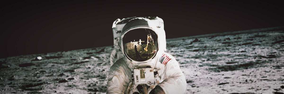 Buzz Aldrin, astronauta dell'Apollo 11, cammina sulla superficie della luna. Foto scattata il 20 luglio 1969 da Neil Armstrong.