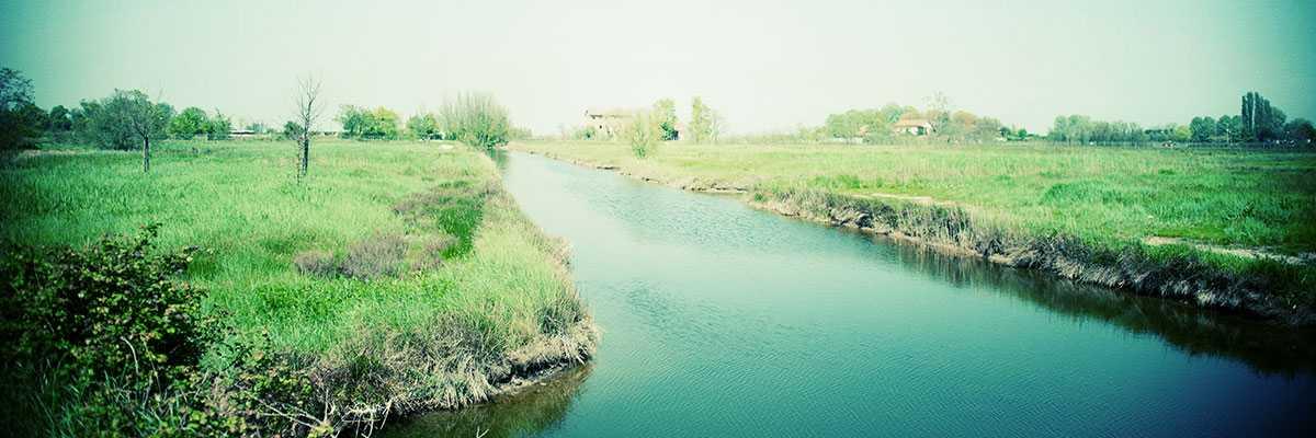 A river inside Sant'Erasmo island — (Venipedia/Bazzmann Archive)