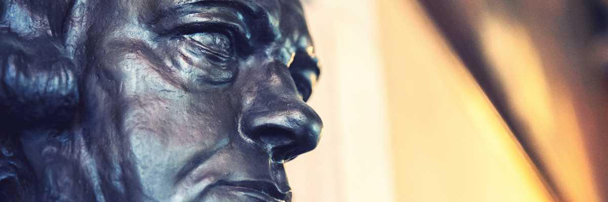 Particolare del busto di Daniele Manin esposto nella Sala Tommaseo, in Ateneo Veneto — (Archivio Venipedia/Bazzmann)