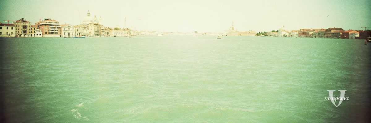 Veduta del Canale della Giudecca verso il bacino di San Marco e l'isola di San Giorgio.