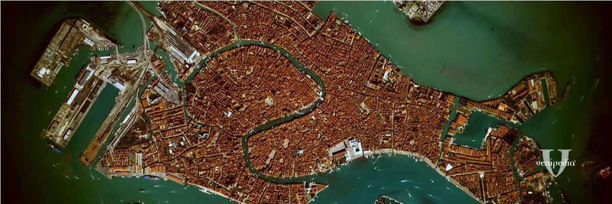 Immagine aerea di Venezia, con vista sul centro storico e sul Canal Grande.