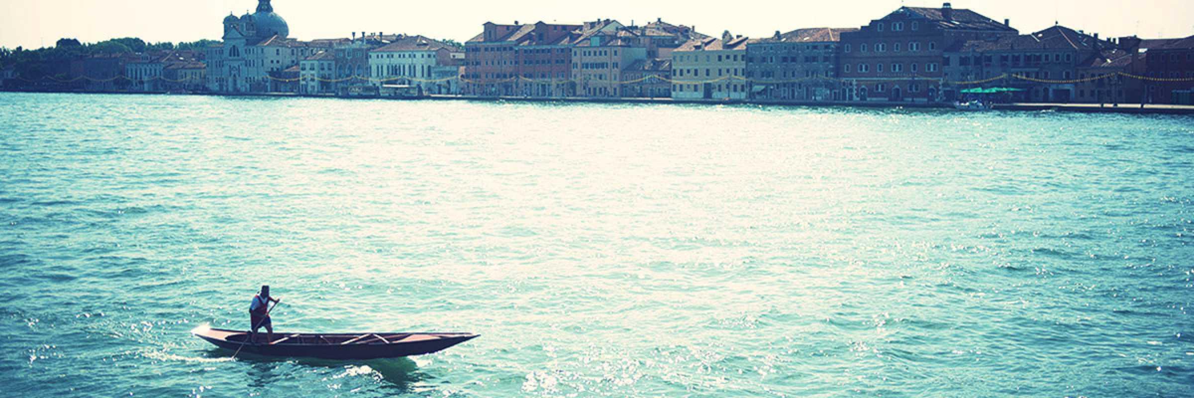 Barca in laguna.