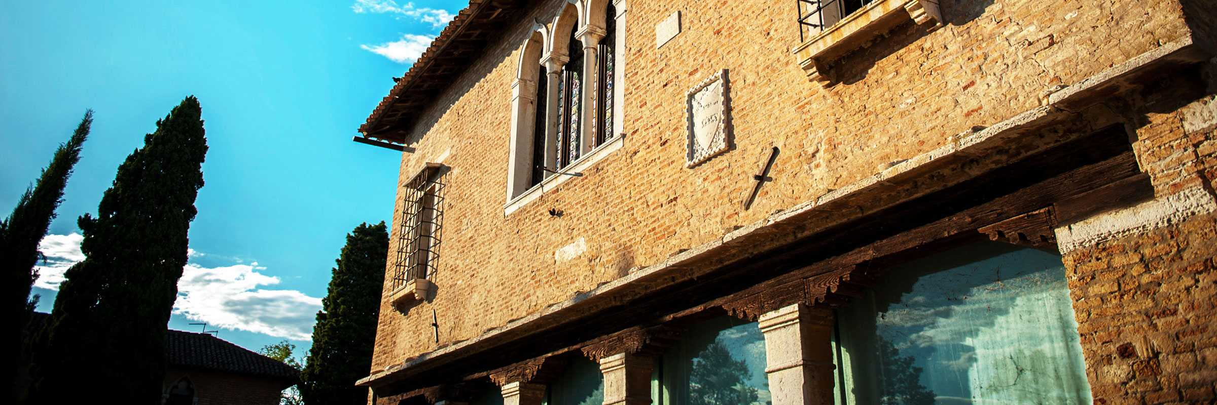 Detail of the facade of the Palazzo dell'Archivio of Torcello — (Archivio Bazzmann/Venipedia)