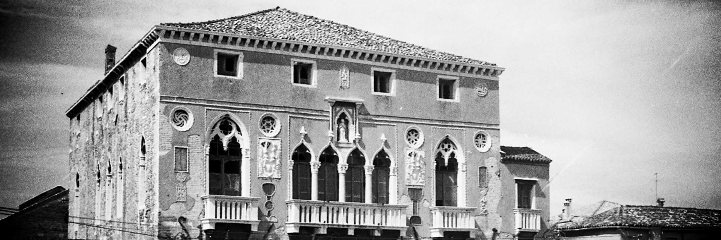 Venezia, 1969 / Paolo Monti. - Strisce: 4, Fotogrammi complessivi: 17 : Negativo b/n, gelatina bromuro d'argento/ pellicola ; 35 mm.
