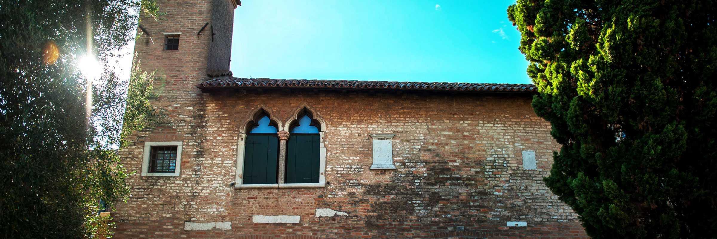 Detail of the facade of the Palazzo del Consiglio in Torcello — (Archive Bazzmann/Venipedia)