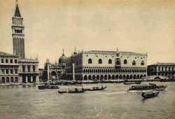La monumentale Piazza San Marco vista dalla laguna.