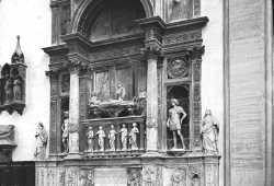 Il sepolcro del doge Andrea Vendramin nella chiesa dei Santi Giovanni e Paolo. L'opera è dello scultore Tullio Lombardo (Brooklyn Museum).