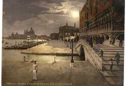 Venezia in alcune giornate diventa ancora più misteriosa e affascinante: Riva degli Schiavoni dalla parte della piazza e Punta della Dogana in lontananza (Library of Congress - Detroit Publishing Company).