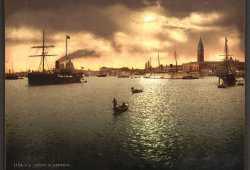 Magico tramonto sul bacino di San Marco ricco di imbarcazioni con nello sfondo la meravigliosa Piazza San Marco (Library of Congress - Detroit Publishing Company).