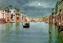 Overview to the Grand Canal and the Rialto Bridge