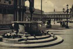 The wellhead, in Piazzetta dei Leoncini, where the Patriarchal Palace is present.
