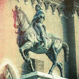 The equestrian monument dedicated to Bartolomeo Colleoni (photo Didier Descouens - post-production Venipedia / Bazzmann)