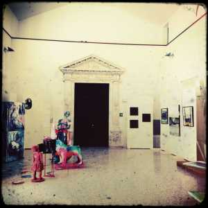 Sala interna della Casa di Riposo utilizzata per una mostra.