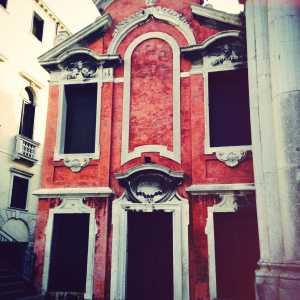 L'edificio che accoglieva la Scuola dei Tiraoro e Battioro.