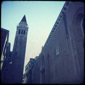 Il campanile costruito nella seconda metà del Trecento.