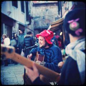 Gruppi e cantanti di strada. (Archivio Venipedia/Bazzmann)