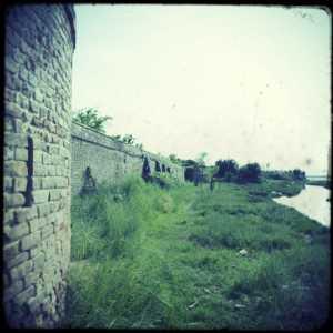 Giro di ronda: le mura e uno spicchio di panorama.