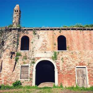 Edificio con la raffigurazione di 5 stemmi. — (Archivio Venipedia/Bazzmann)