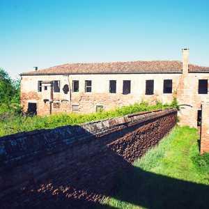 Particolare su edificio ed accesso per accedere alla loggia del Priorado. — (Archivio Venipedia/Bazzmann)