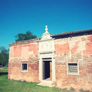 Il portale marmoreo dell'Ospitale. — (Archivio Venipedia/Bazzmann)